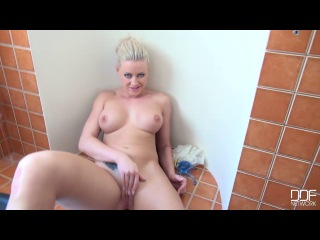 OnlyBlowJob.com/DDFNetwork.com: Vicktoria Redd – Ready To Shower Again (2014) HD
