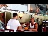 Виталий Кличко облил Шенона Бриггса в ресторане, а Бриггс забрал у Кличко обед