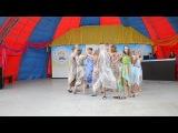 Танцы народов мира. Люди в простынях. Греция. Сиртаки.