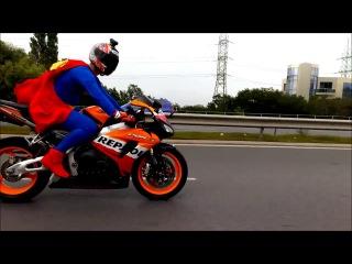 Süpermen' de dogru yolu bulmuş ;)